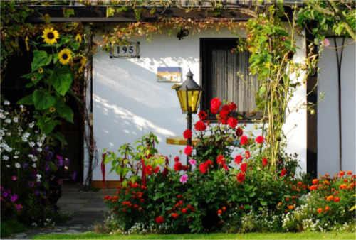 Mit einem eigenen Gartenhaus für jedes Gartenwetter im Garten gerüstet