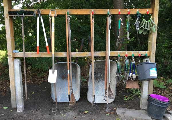 Gartengerätehalter sorgen für Ordnung im Garten